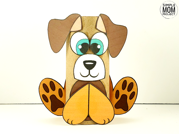 Animali con rotoli di carta igienica, cane con disegno di occhi e orecchie incollate