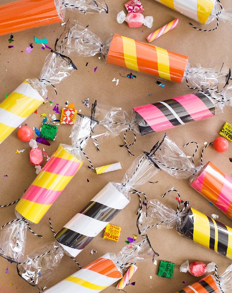 Come costruire oggetti di carta, scatole di carta igienica ripiene di caramelle