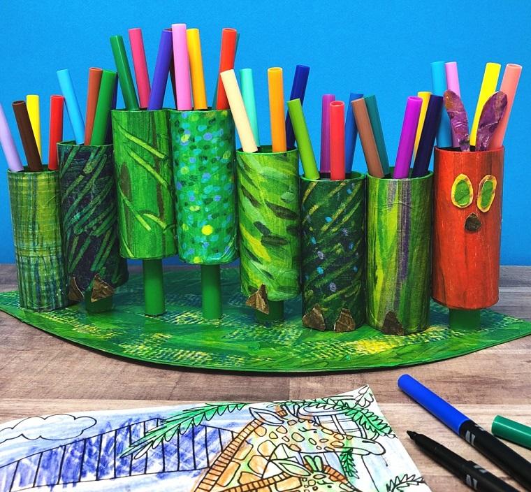 Lavoretti con la carta facilissimi, organizer con rotoli di carta per pennarelli colorati