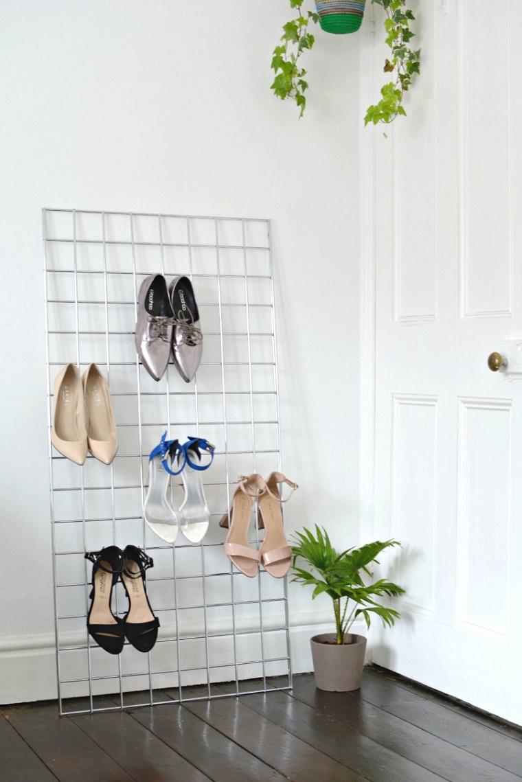 Come costruire una scarpiera, scarpiera di metallo con rete e scarpe attaccate