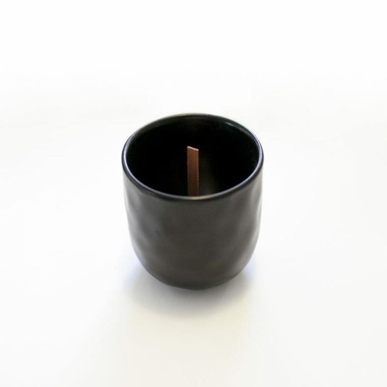 Sorprese anniversario, tazza di porcellana nera con stoppino di legno all'interno
