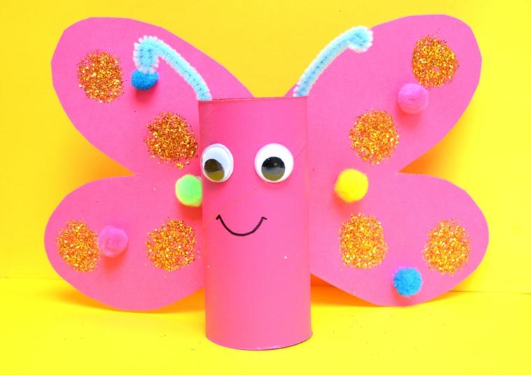 Riciclo rotoli di carta igienica, farfalla di colore rosa con ali e pompon