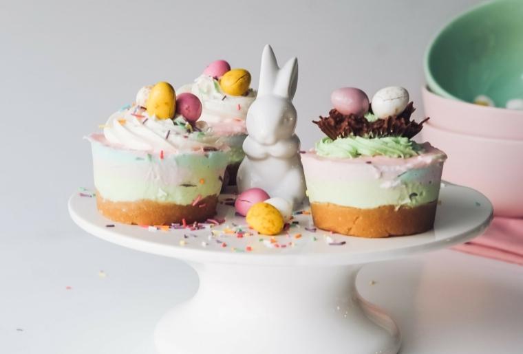 Foto di cupcake con ovetti e coniglietto, auguri di buona pasqua immagini