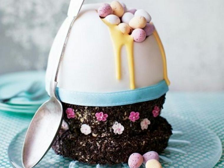 Foto di un cupcake di cioccolato e ovetti, immagini di pasqua divertenti