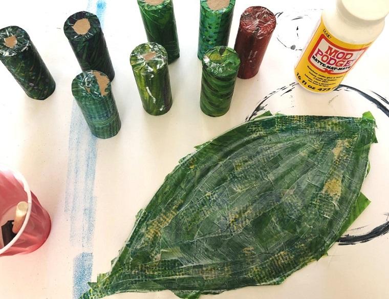 Foglia colorata di colore verde, come costruire oggetti di carta, rotoli di carta igienica colorati di verde
