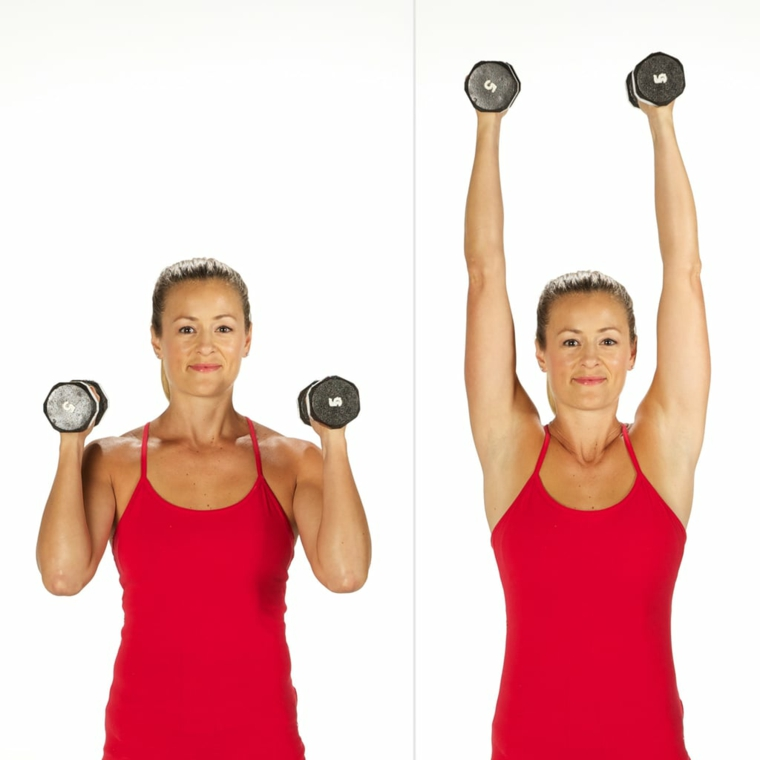 Scheda allenamento per aumentare massa muscolare a casa, donna che esegue esercizi con manubri