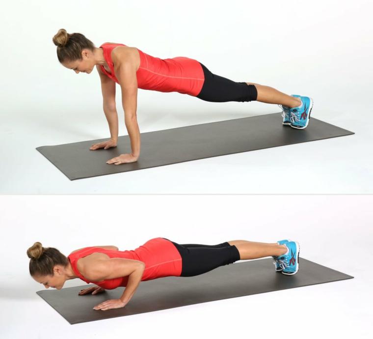 Esercizi gambe corpo libero, donna che esegue flessioni sul tappetino grigio
