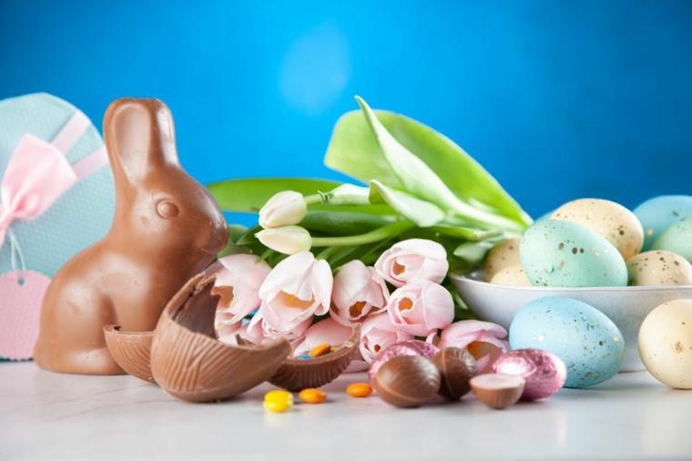Buona Pasqua immagini belle, foto di un coniglio di cioccolato e ovetti colorati
