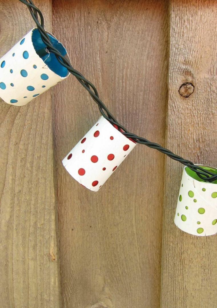 Ghirlanda con lucine e rotoli di carta, lavoretti con rotoli di carta igienica