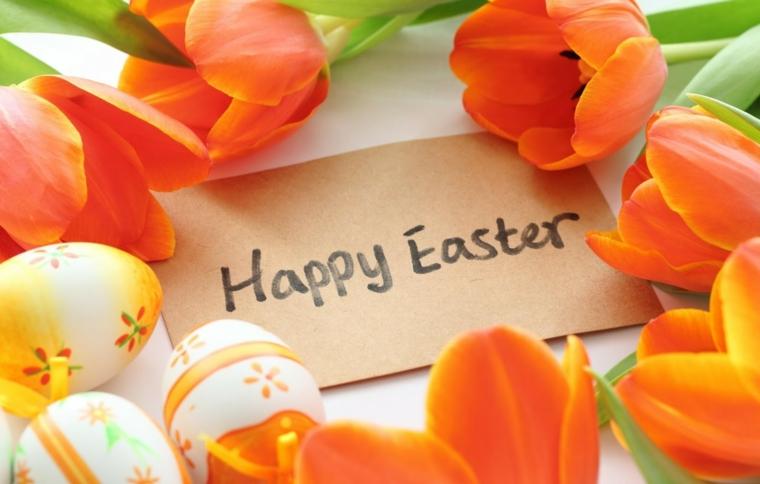 Frasi auguri di Pasqua simpatici, foto di uova pasquali e tulipani arancioni