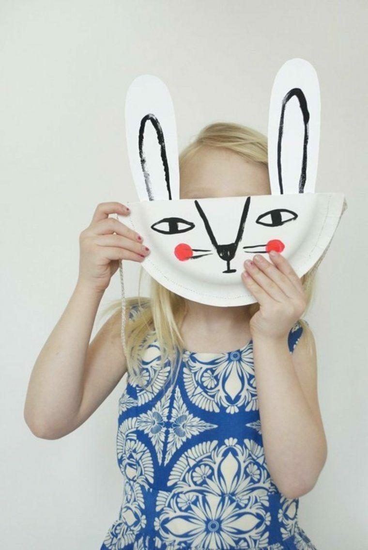 Foto di una bambina con maschera, foto pasquale di una maschera di coniglietto