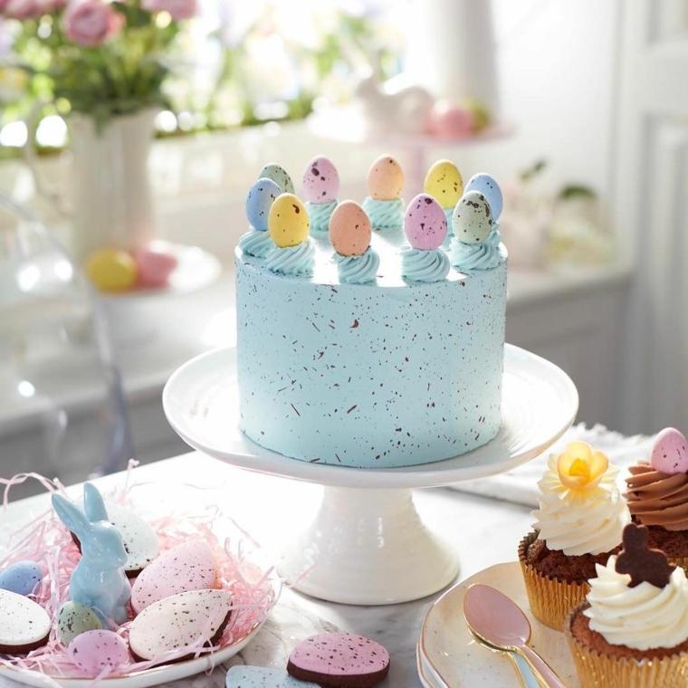 Buona Pasqua 2020 immagini, foto di una torta di colore blu decorata con ovetti pasquali