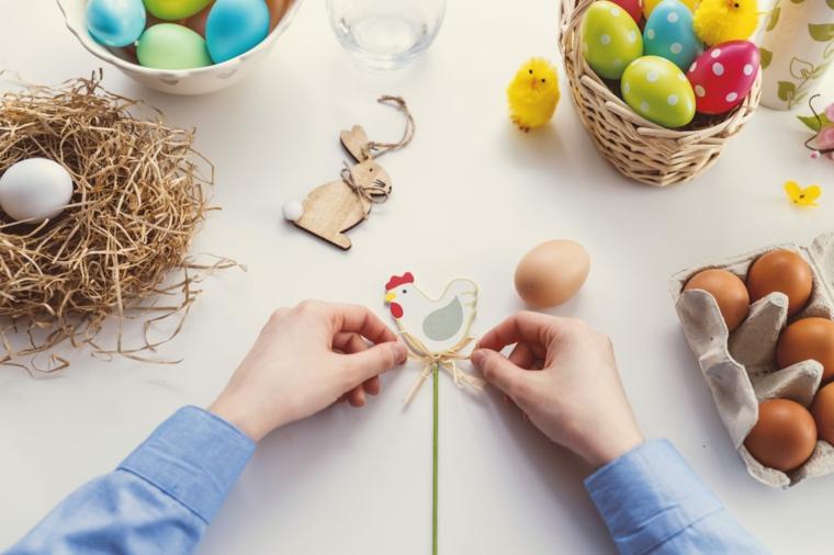 Buona Pasqua 2020 immagini, foto di uova pasquali dipinti e coniglietti di legno