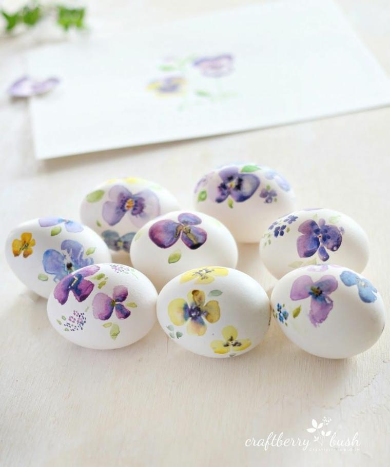 Foto di uova pasquali con disegni di fiori, auguri di Pasqua divertenti