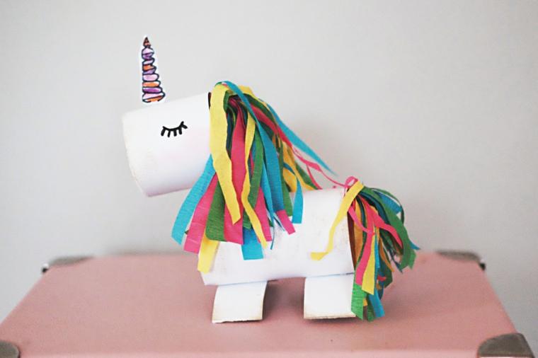 Rotolo di carta come unicorno, lavoretti per bambini con i rotoli di carta