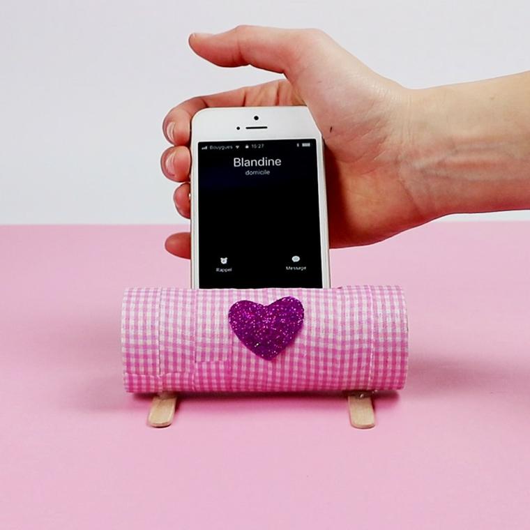 Creazioni con la carta, rotolo avvolto in washi tape, contenitore per il telefono cellulare