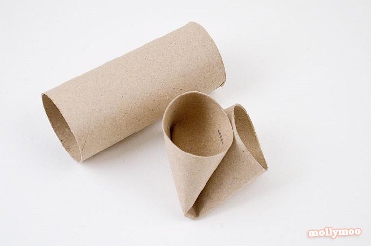 Rotolo di carta igienico fissato con pinzatrice, come costruire oggetti di carta