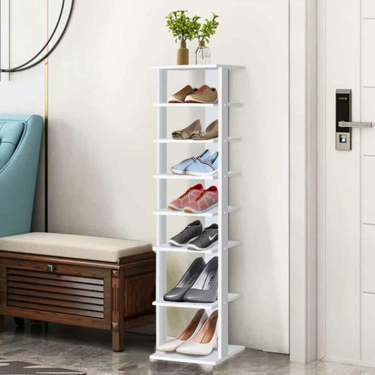 Portascarpe fai da te, mobile di legno dipinto di bianco con scarpe