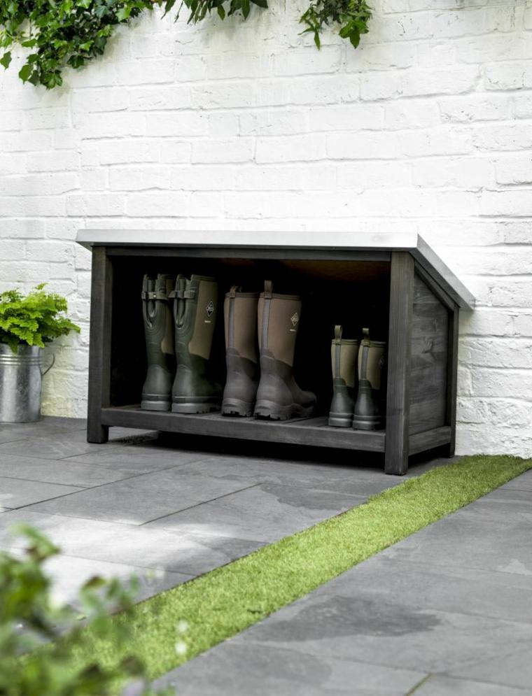 Scarpiera salvaspazio fai da te, mobile di legno con stivali da giardino