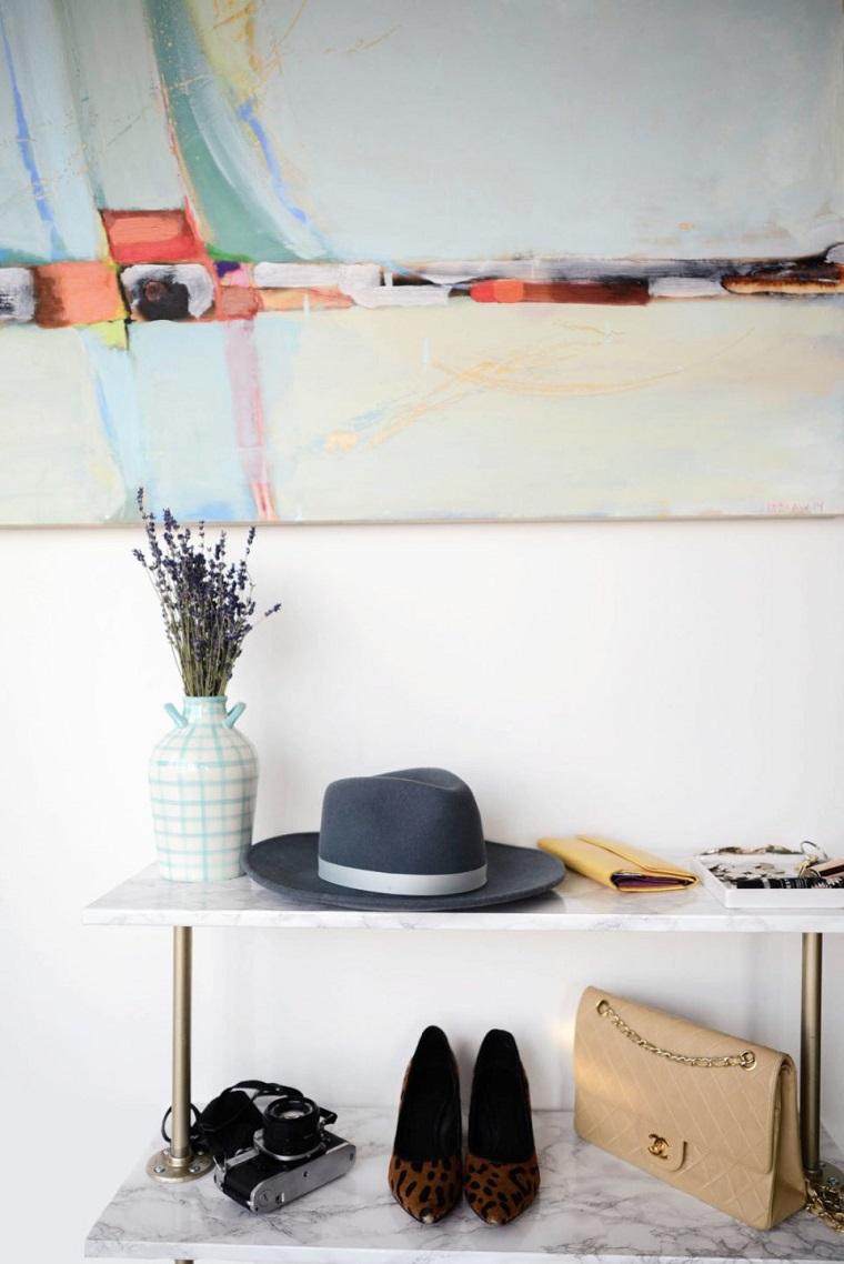 Come fare un porta scarpe fai da te, mobile di legno con fogli adesivi effetto marmo