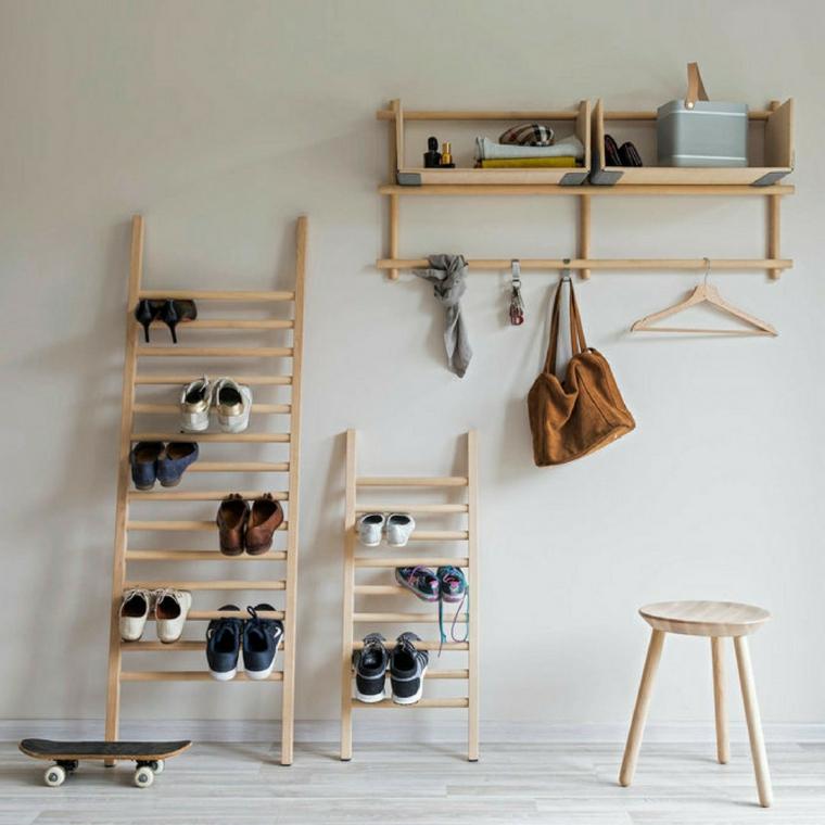 Come fare un porta scarpe fai da te, scala di legno con scarpe, parete bianca con mensole