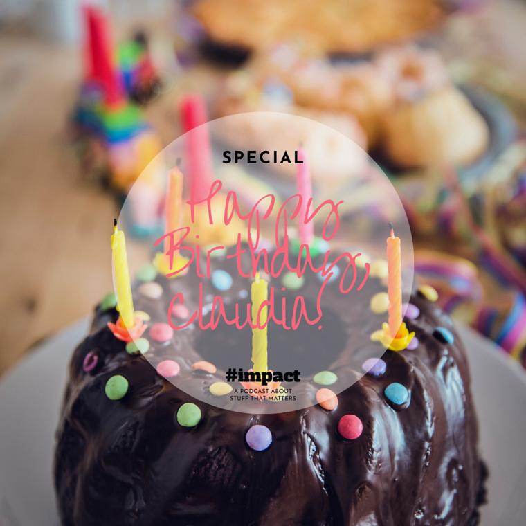 Foto di una torta ricoperta di cioccolato, auguri di compleanno simpatici