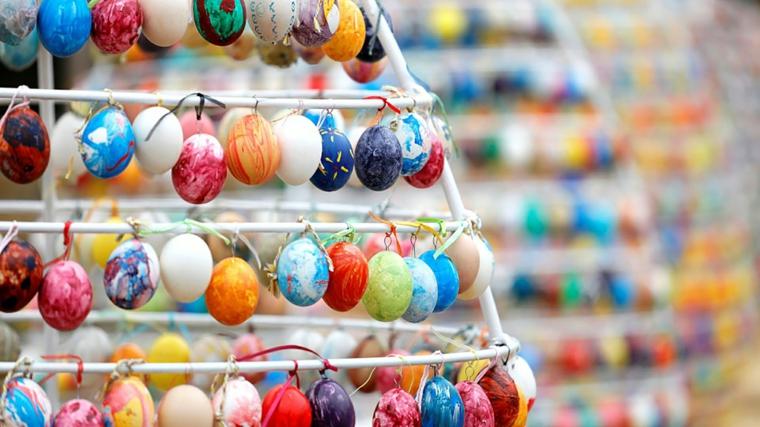 Foto di uova pasquali dipinte, immagine bella da mandare per Pasqua