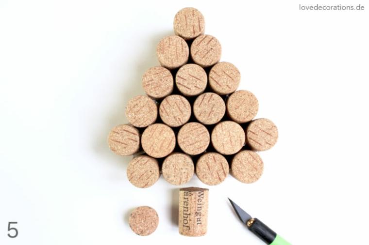 Lavoretti con tappi di sughero, albero di natale con tappi delle bottiglie di vino