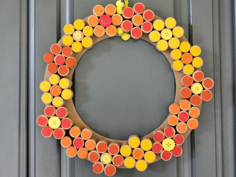 Corona da appendere alla porta di ingresso, corona con tappi di sughero dipinti
