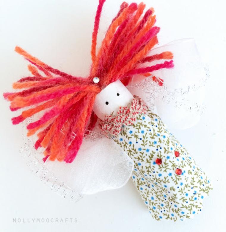 Bambola con tappo di sughero, bambola con capelli di lana colarata