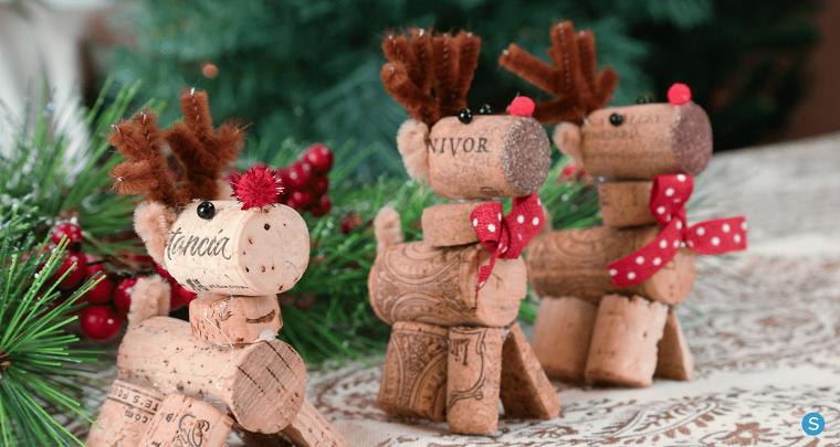 Decorazioni natalizie con renne di tappi di sughero, renna con tappi di bottiglie di vino
