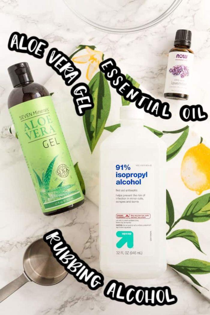 Foto di ingredienti per realizzare un gel antibbatico, gel di aloe vera e alcool