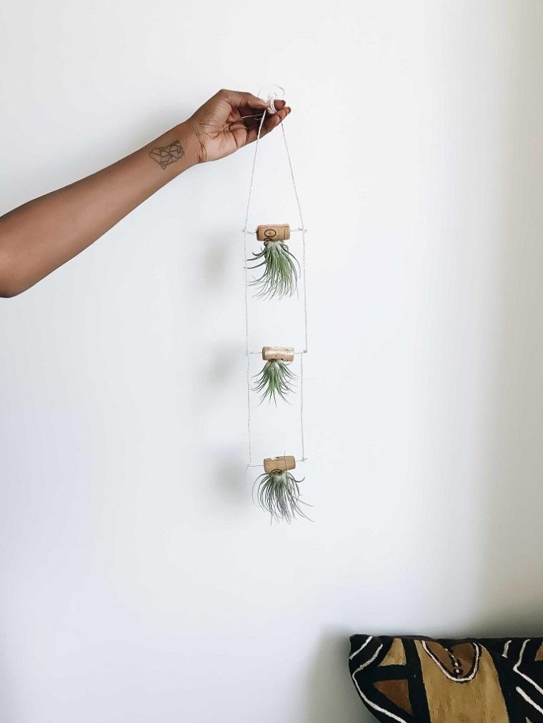 Idee con tappi di sughero, decorazione con filo e piante verde finte