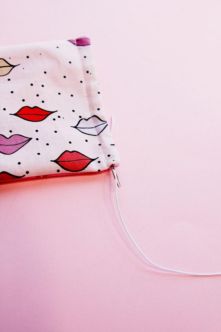 Mascherine per bambini, tutorial per fare una mascherina di stoffa colorata