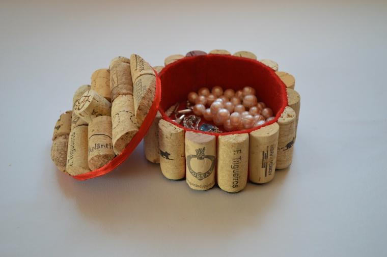 Portagioie con tappi di sughero, contenitore con tappi di sughero con perle all'interno