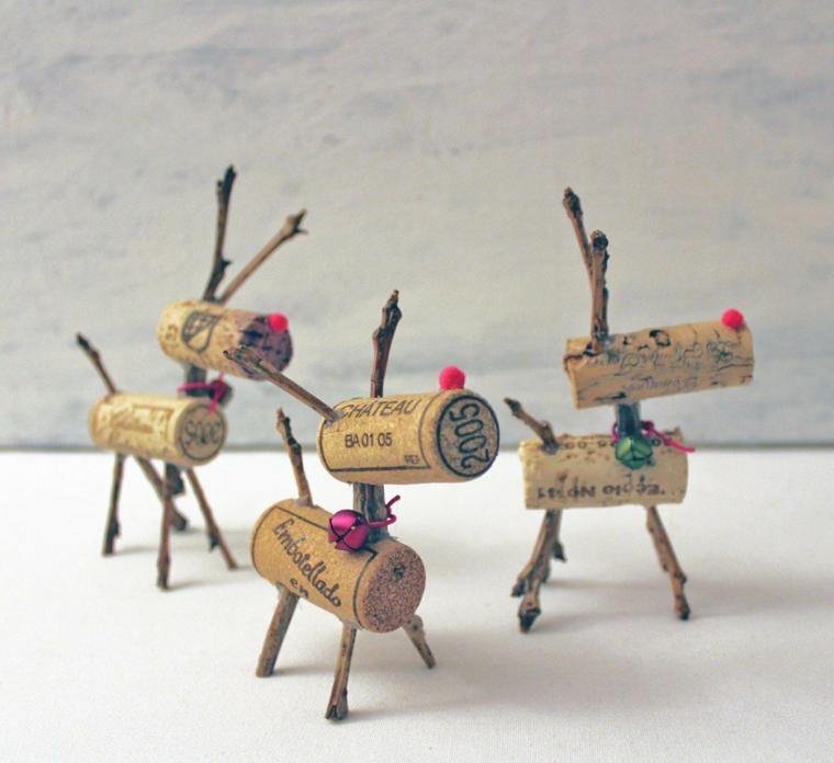 Decorazioni natalizie con tappi di sughero a forma di renna, addobbi natalizi fai da te