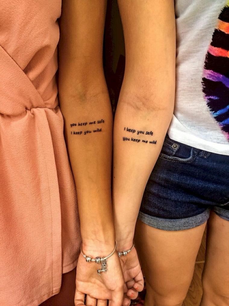 Tattoo migliori amiche, tatuaggio sull'avambraccio con scritta in inglese