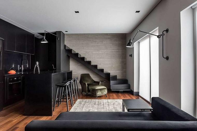 Come arredare un open space, cucina con isola e sgabelli, soggiorno divano e tavolino