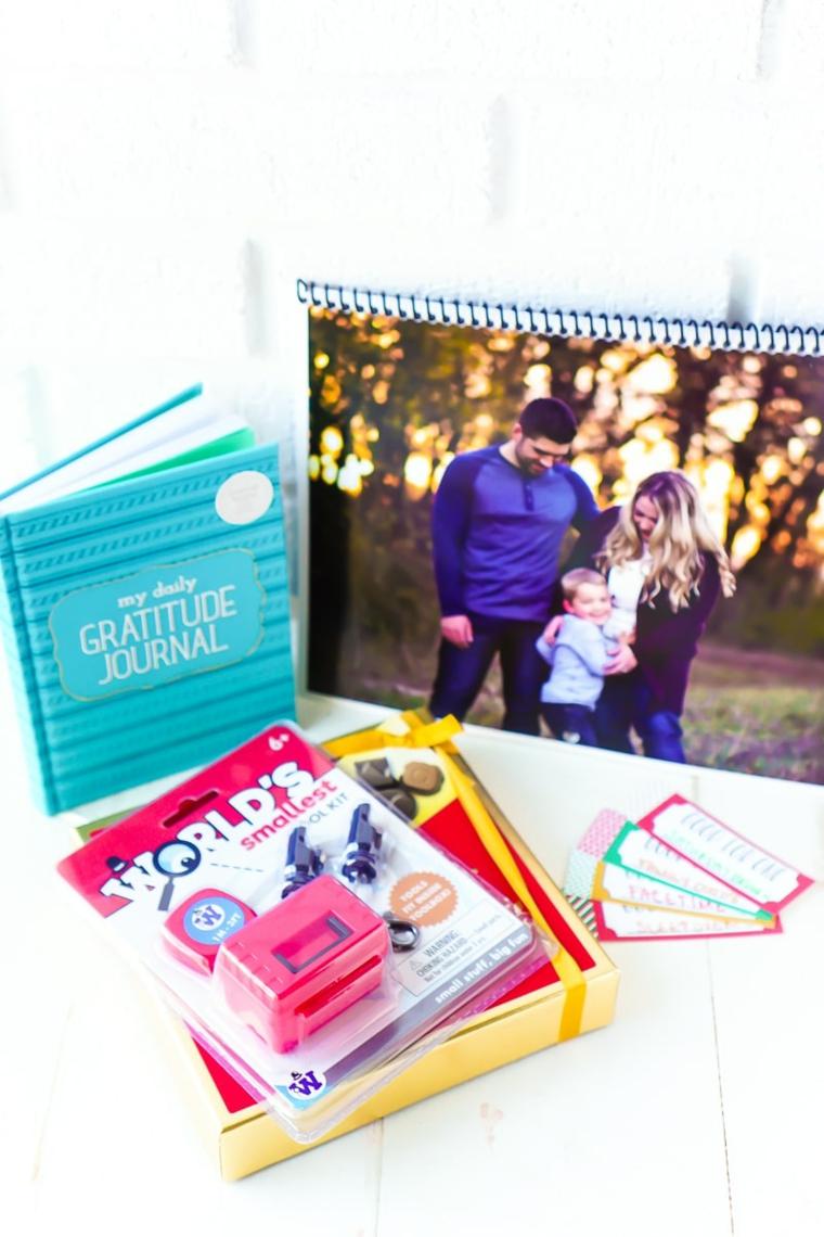 Lavoretti per la festa dei nonni, calendario con foto e sticker attività