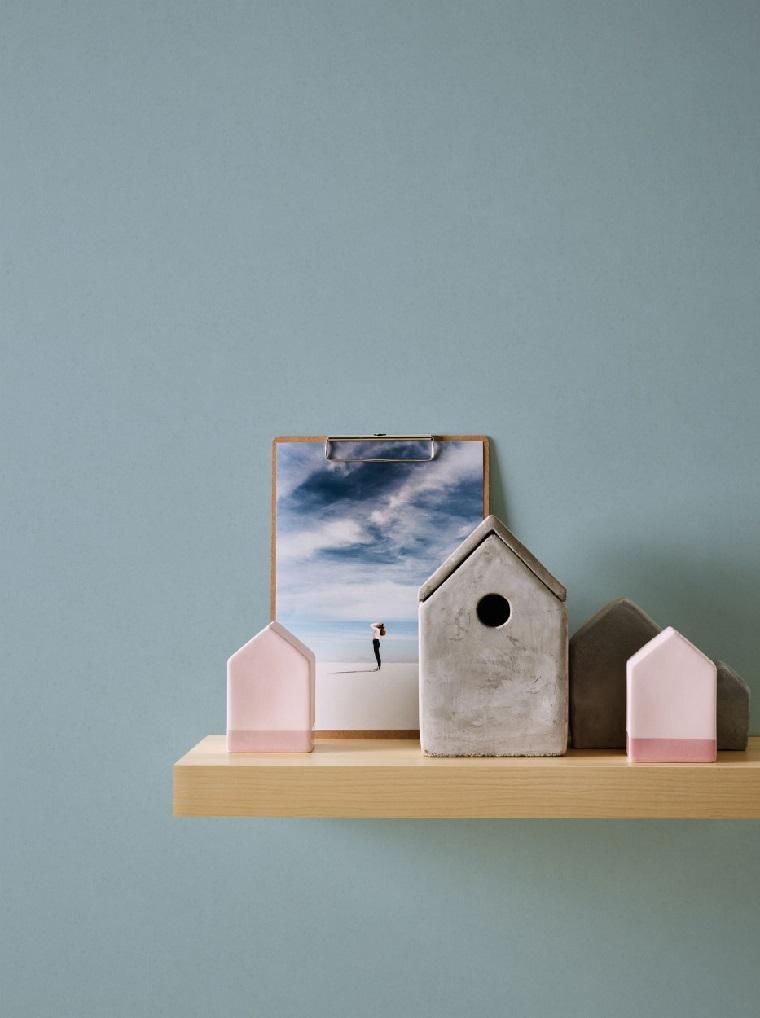 Carta da parati per la cucina, mensola di legno con casetta e quadro