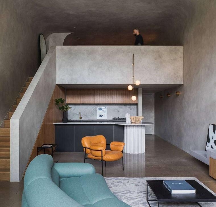 Arredare un loft, appartamento con soppalco e scale interne, cucina con isola