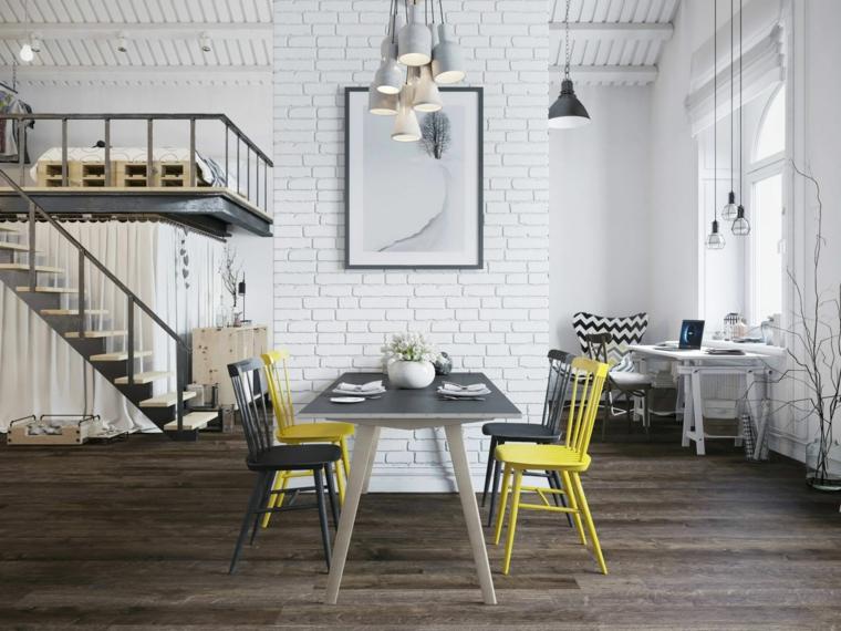 Come creare un loft, appartamento con soppalco, tavolo da pranzo con sedie