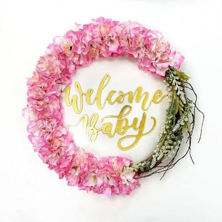 Fiocco nascita fai da te, corona floreale con scritta Welcome Baby