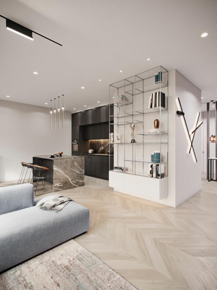 Soggiorno con divano grigio, cucina con isola centrale, case moderne interni open space