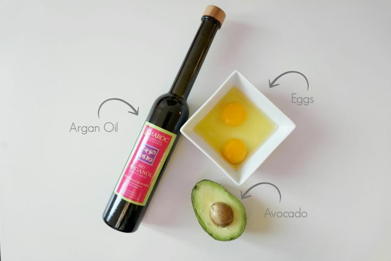 Maschera per capelli grassi, ricetta con ingredienti con uovo e avocado