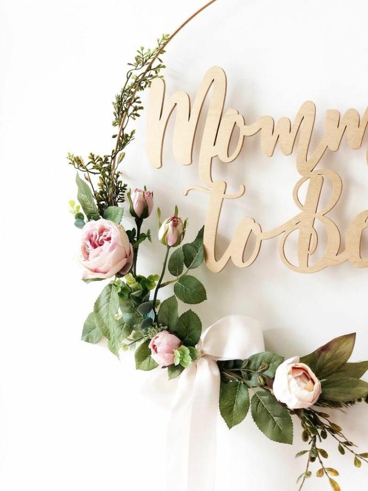 Coccarda nascita, corona di metallo con fiori finti e scritta in inglese
