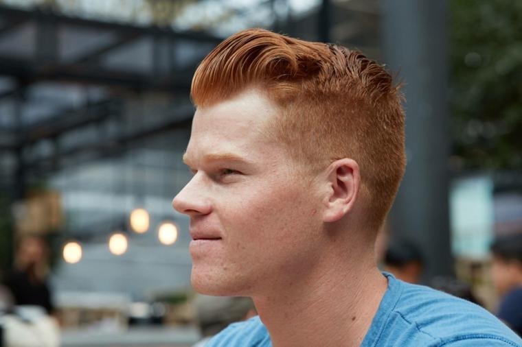 Come tagliarsi i capelli da solo, ragazzo con capelli rossi e taglio corto ai lati
