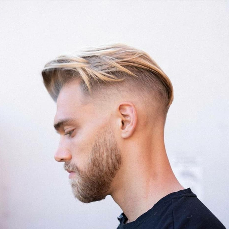 Come tagliare i capelli uomo a casa, ragazzo con capelli biondi e barba, acconciatura rasato ai lati