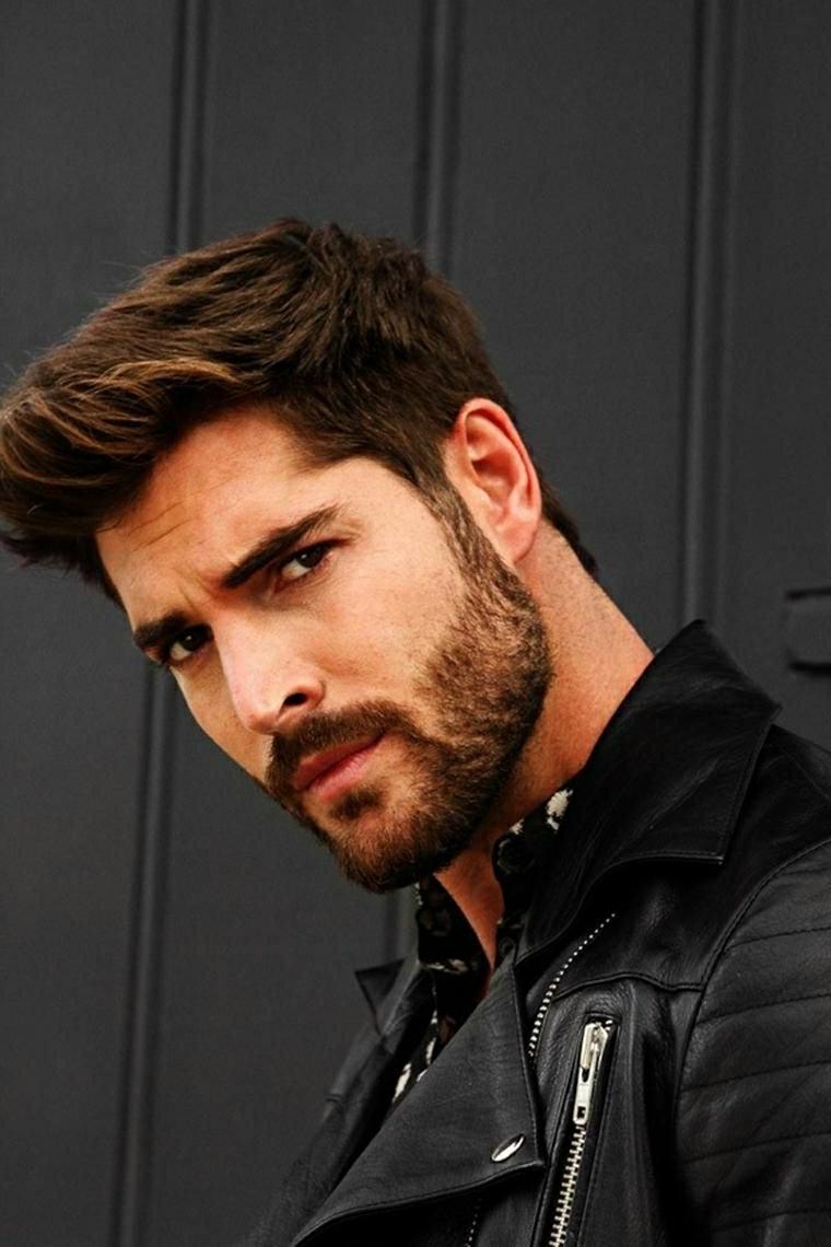 Taglio capelli ragazzo 2020, uomo con barba, capelli castani corti ai lati