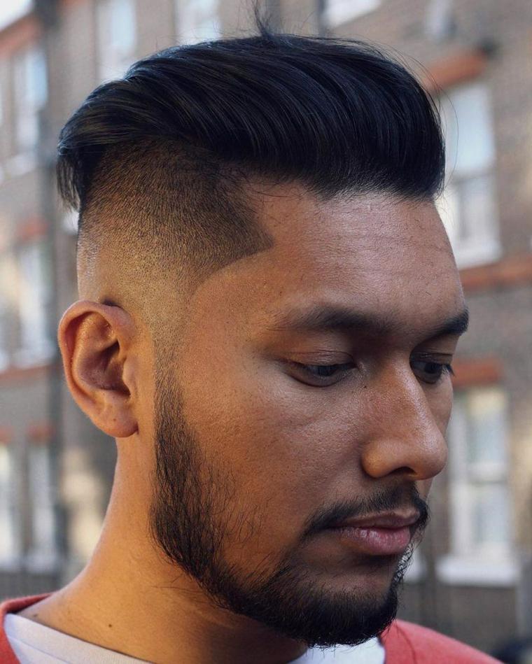 Tagli di capelli corti uomo, ragazzo con capelli lunghi e sopra e rasati ai lati